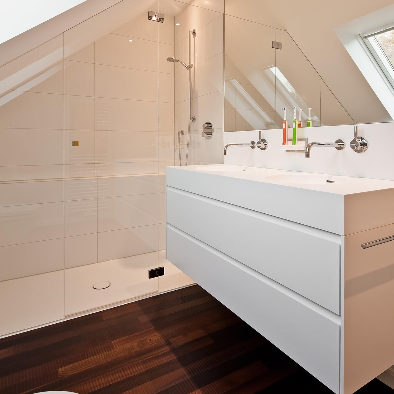 Badezimmer Mit Schrage Renovieren Raumfabrik