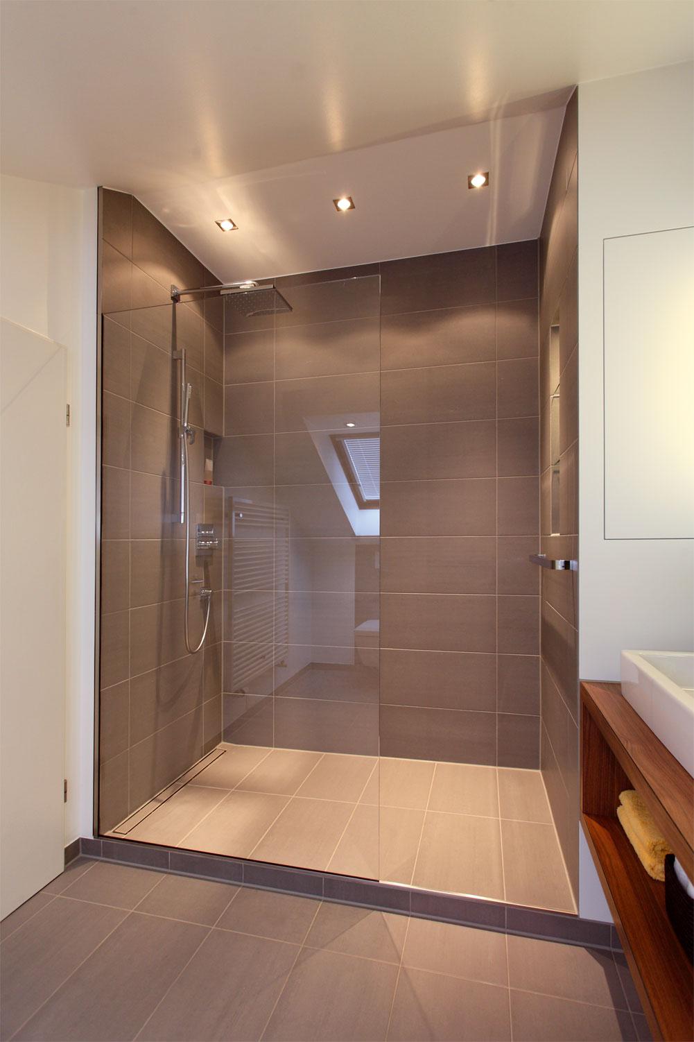 umbau eines badezimmers mit schr ge in m nster raumfabrik. Black Bedroom Furniture Sets. Home Design Ideas