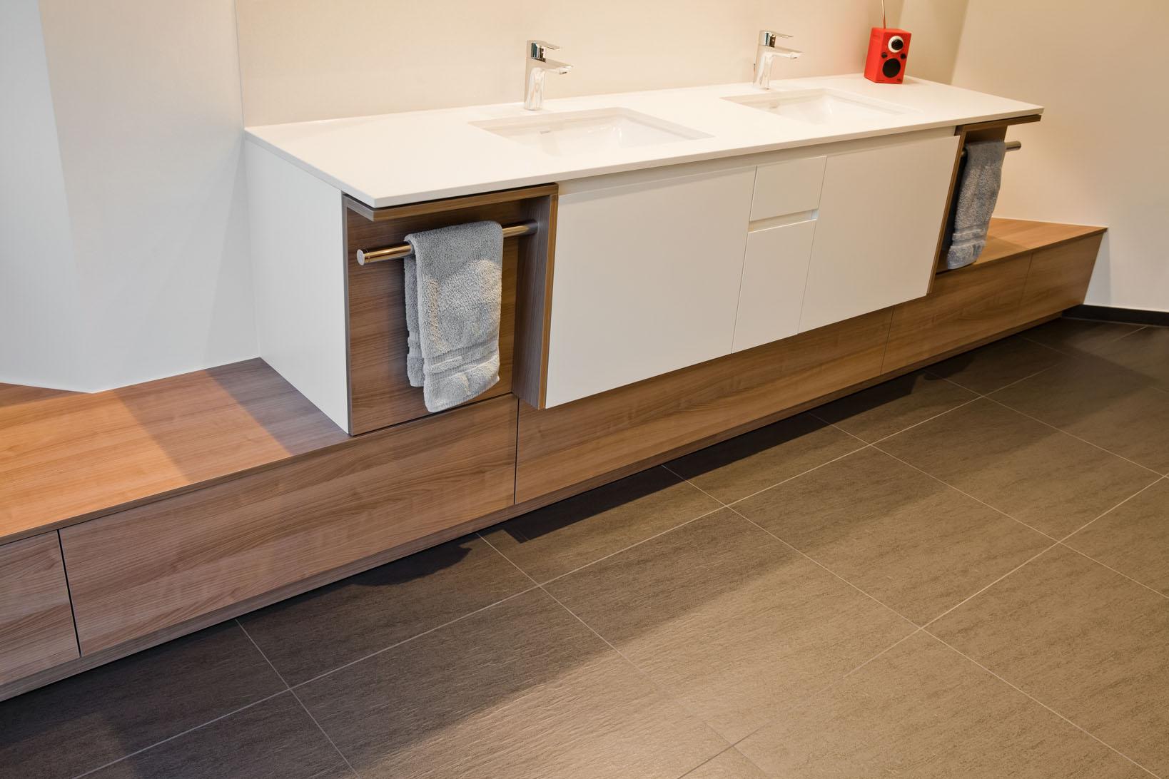 Freistehende Badewanne im großen Wohlfühlbadezimmer | Raumfabrik