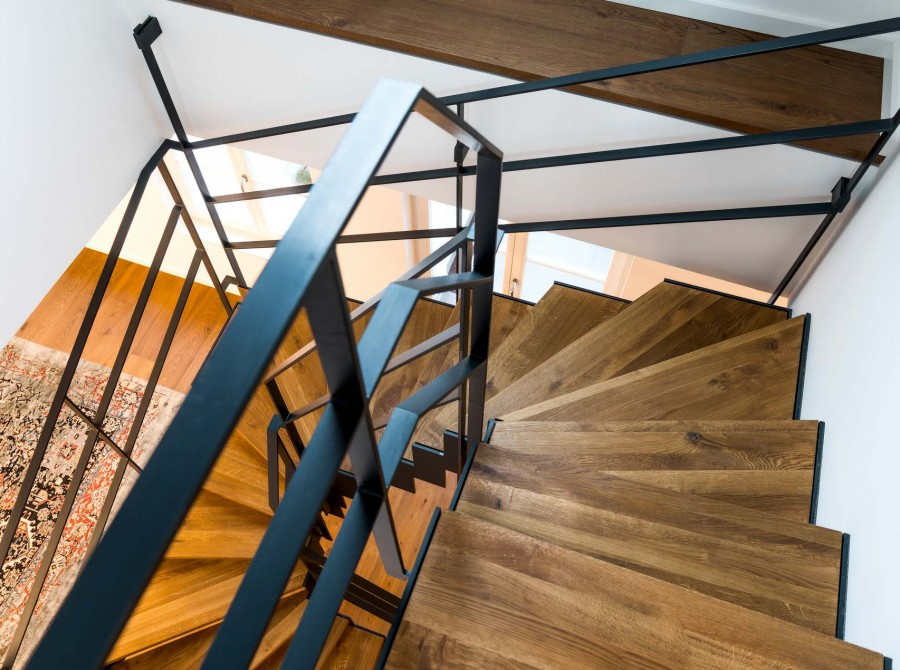 Treppe in Maisonette-Wohnung in Düsseldorf Industriedesign