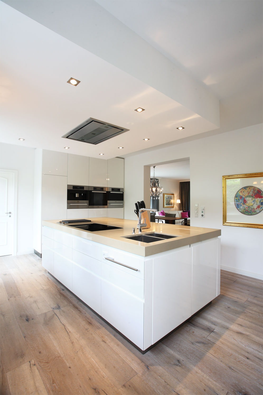 moderne k che in klassischen farben raumfabrik m nster osnabr ck. Black Bedroom Furniture Sets. Home Design Ideas