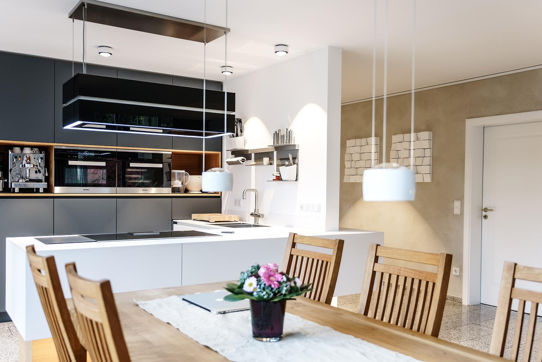 Renovierung: Offene Küche mit grauen Fronten | Raumfabrik Münster